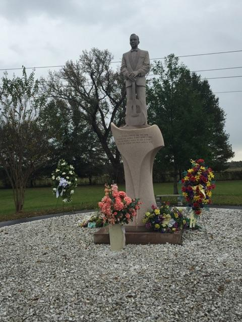 six teenth anniversaryof her death  a floral tribute paid for by members of the jim reeves fan
